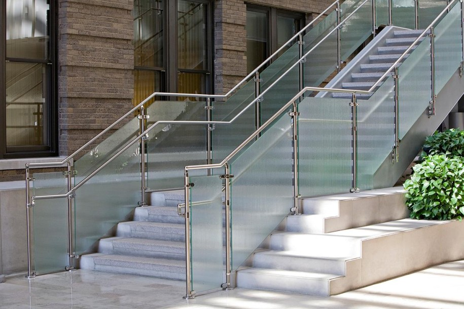 Are You Aware of Benefits That Stainless Steel Stair Railing Can Offer?
